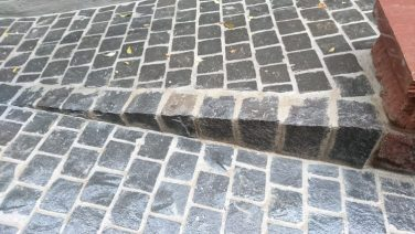 Natursteinpflaster / -platten